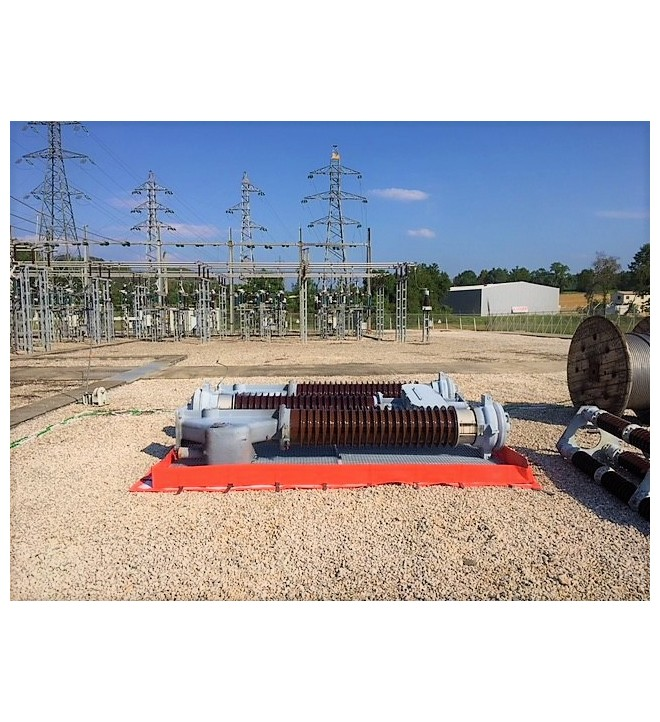 Insulator and oil circuit breakers in a temporary high-voltage TRFLEX storage berm